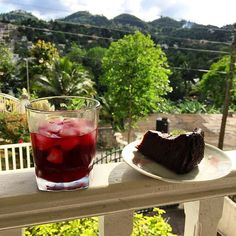 In Jamaica, Christmas wouldn't be the same without sorrel and Christmas cake. , In Jamaica, Christmas wouldn't be the same without sorrel and Christmas cake. Jamaican sorrel is prepared with rum and ginger. Jamaican Fruit Cake, Jamaican Desserts, Jamaican Recipes, Jamaican Dishes, Rum Recipes, Cake Recipes, Köstliche Desserts, Delicious Desserts, Jamaican Christmas Cake