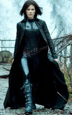 Make your own homemade Selene costume from Underworld. Played by Kate Beckinsale this is a great halloween costume as she is a vampire or a fancy dress Selene Underworld Costume, Underworld Movies, Underworld Trilogy, Underworld Kate Beckinsale, Films Cinema, Vampires And Werewolves, Shooting Photo, Hollywood, Female Characters