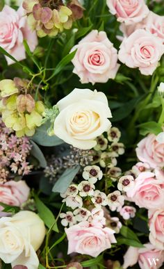 There is a reason pink roses are so popular in weddings. They are classic and elegant and sets such a feminine mood.