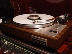 Good sound needs no high tech! Marantz 6100 Turntable build in the seventies in CA.