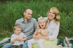 Sunny Family Portraits at He-Nis-Ra Park by Shaunae Teske Photography | Two Bright Lights :: Blog