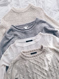 Sweaters can last through many seasons if you treat them the right way. Here's how to properly take care of your sweaters. Mode Outfits, Winter Outfits, Spring Outfits, Winter Dresses, Skandinavian Fashion, Noora Style, Looks Street Style, Inspiration Mode, Color Inspiration