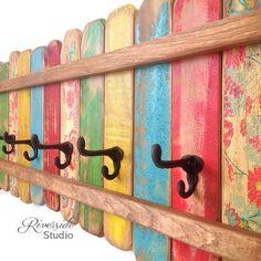 Perchero de madera XL / escudo de hierro fundido gancho / Perchero Beach Cottage Shabby Chic / bohemio muebles / gancho de la toalla / muebles de madera de palet