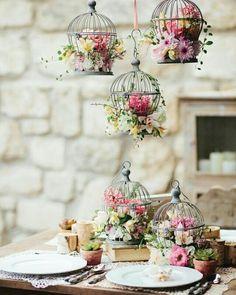 Soy fan de las jaulas pequeñas con muchas flores en el interior!!! Y vosotros?? Buen domingoo!!  I'm a fan of small cages with many flowers inside !!! And you?? Good Sundaaay!!!  #ohwblog #bodas #weddings #ideasboda #blogdebodas #decoracionboda #decoboda #detallesboda #blognovias #weddingblogger #weddingplaner #weddingblog #instawedding #bodas2015 #wedding2015 #novios #novia2015 #novia #bodes #bride #weddingphotos #rusticwedding #bodarustica #weddingflowers  #flowers #floresboda #flores…