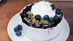 """This lightened-up blueberry crisp is loaded with fruit and chia seeds - For Junk Food to Joy Food, Joy Bauer makes her lightened-up blueberry crisp dessert recipe """"For J - Bite Size Desserts, Healthy Desserts, Just Desserts, Healthy Recipes, Healthy Foods, Healthy Blueberry Crisp, Blueberry Juice, Blueberry Recipes, Mozzarella Sticks"""