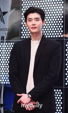 Lee Jong Suk | 이종석 | D.O.B 14/9/1989 (Virgo) Lee Jong Suk, Jung Suk, Asian Actors, Korean Actors, Kdrama, Yongin, Han Hyo Joo, Lee Young, Kim Woo Bin