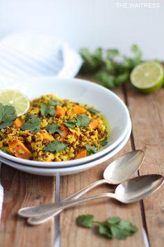 Für mein One-Pot-Quinoa wandern Süßkartoffeln mit Linsen und Quinoa in einen Topf und zack, steht das Essen auf dem Tisch! Schnell, gesund & lecker!