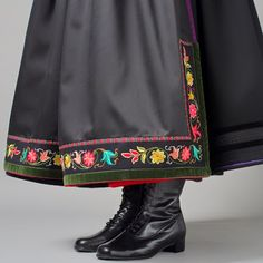 Hello all, today I am returning to Telemark, one of the richest provinces in terms of folk art and costume in Norway. Telemark has. Norwegian Clothing, Norwegian Fashion, Folk Fashion, Ethnic Fashion, Folk Clothing, Folk Embroidery, Embroidery Designs, Edwardian Dress, Fairy Dress
