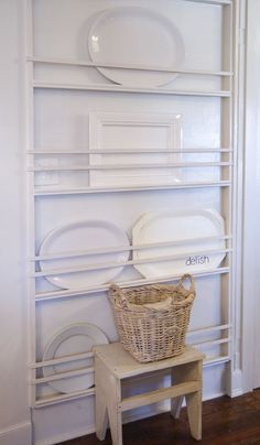 Easy to Do Plate Racks organization and Cleaning Ideas Of Diy Plate Rack Plate Rack Wall, Diy Plate Rack, Plates On Wall, Plate Storage, Kitchen Plate Rack, Plate Shelves, Book Storage, Storage Rack, Kitchen Pantry