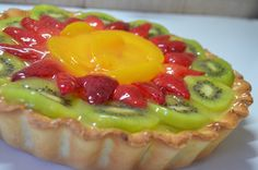 Healthy food is the way for a healthy lifestyle check the healthy recipes and start making it it's very easy to make and so yummy Pastry And Bakery, Pastry Cake, Super Healthy Recipes, Sweet Recipes, Healthy Food, Mini Cakes, Cupcake Cakes, Cupcakes, Cake Decorated With Fruit