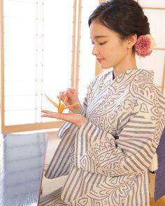 Japanese Costume, Japanese Kimono, Kimono Fabric, Japanese Outfits, Japanese Beauty, Yukata, Ao Dai, Chara, Costumes For Women