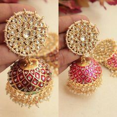 A collection of latest gold jhumka earring designs with images. Gold Jhumka Earrings, Indian Jewelry Earrings, Indian Jewelry Sets, Fancy Jewellery, Jewelry Design Earrings, Gold Earrings Designs, Gold Jewellery Design, Ear Jewelry, Designer Earrings