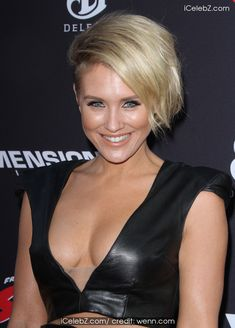 Nicky Whelan Sin City: A Dame To Kill For Premiere held at the TCL Chinese Theatre http://icelebz.com/events/sin_city_a_dame_to_kill_for_premiere_held_at_the_tcl_chinese_theatre/photo21.html