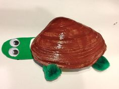 Seashell crafts Turtle - 5 Simple Summer Crafts for Kids Ocean Crafts, Seashell Crafts, Beach Crafts, Summer Crafts For Kids, Summer Kids, Art For Kids, Summer Daycare, Crafts To Make, Fun Crafts