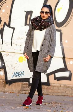 Gray Oversized Coat in Isabel Marant Style with New Balance trainers