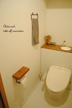 Chairs and. ナチュラルなインテリアと雑貨と手作りと、日々のこと。 Toilet Room, Toilet Paper, Washroom, Bath Caddy, House Design, Shower, Interior, Home Decor, Powder Rooms