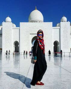 Esther Quek Visiting the Grand Mosque in Abu Dhabi