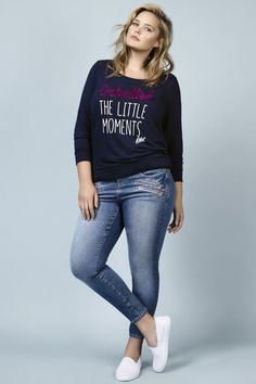 Curvy Girl Fashion Outfits, Plus sized clothing, fashion tips, plus size fall wardrobe and refashion. Fall and Autmn Fashion Outfits Trends for Plus Size. Curvy Outfits, Mode Outfits, Casual Outfits, Fashion Outfits, Sneakers Fashion, Womens Fashion, Plus Size Casual, Plus Size Jeans, Teen Vogue