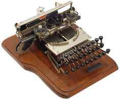 Keystone 1 Keystone Typewriter Company, Harrisburg, Pennsylvania 1899 - serial no. Harrisburg Pennsylvania, Antique Typewriter, Vintage Typewriters, Free Graphics, Tins, Fountain Pen, Cameras, Retro, Antiques
