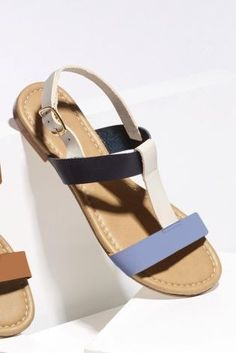 Want comfort AND style? Look no further than these simple sandals that you can pair with almost EVERYTHING!