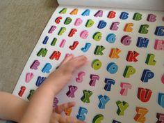 Brincadeira com adesivos e sua importância para o desenvolvimento Qual o objetivo das crianças brincarem com adesivos?? Veja mais no site materniarte