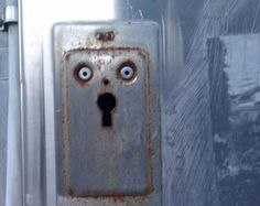 Faces in Strange Places Pics) Things With Faces, Wtf Face, Strange Places, Hidden Face, Making Faces, Cursed Images, Everyday Objects, Optical Illusions, Funny Faces
