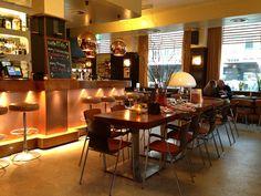 Caffe Milo Amsterdam: great neighbourhood cafe with a retro interior!