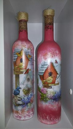 Nosleide Maia Painted Glass Bottles, Recycled Glass Bottles, Glass Bottle Crafts, Wine Bottle Art, Lighted Wine Bottles, Painted Jars, Diy Bottle, Painted Wine Glasses, Bottles And Jars