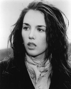 Isabelle Yasmina Adjani, née le 27 juin 1955 à Paris, est une comédienne française, cinq fois lauréate du César de la meilleure actrice. Elle débute sa carrière à 14 ans au théâtre, puis entre ...