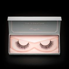 This pair of mink lashes features a gradient of increasing length and thickness across the lash band, resulting in a subtle yet beautiful winged out effect.