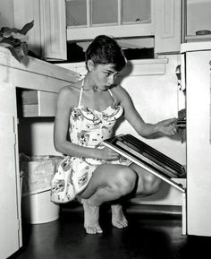 opening an oven never looked so classy! (frame this)