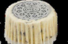 PAY DE QUESO OREO Este pay es muy sencillo de hacer y delicioso a la hora de degustarlo. Ingredientes: 36 galletas OREO, cantidad dividida1/4 taza de mantequilla, derretida4 paquetes (8 oz cada uno) de queso crema PHILADELPHIA, ablandado1 taza de azúcar1 cucharadita de vainilla1 taza de crema agria4 huevos Preparación: Precalienta el horno a 200°C. …