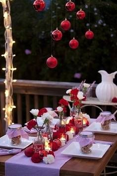 Check Out 15 Outdoor Christmas Table Settings Ideas. We've rounded up several table settings for your outdoor Christmas. Thanksgiving Table Settings, Christmas Table Settings, Christmas Table Decorations, Holiday Tables, Decoration Table, Outdoor Decorations, All I Want For Christmas, Christmas Time, Christmas Balls