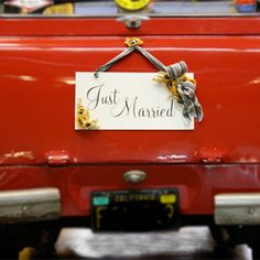 Our next DIY project was sent by Erin, who created this Just Married sign to decorate their getaway car. (via Ruffled)
