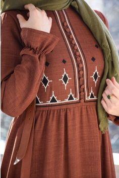 Cinnamon Color Linen Dress - World Fashion Week Abaya Fashion, Modest Fashion, Modest Outfits, Fashion Clothes, Fashion Dresses, Classy Outfits, Casual Outfits, Women's Fashion, Fashion Trends