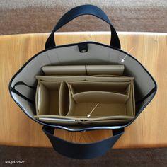 バッグの中身をスッキリさせるためには、小物たちの居場所を決めること。 そのために活躍するのが、オーガナイザーやバッグインバッグです。