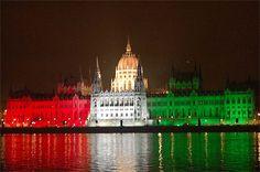 Le Parlement auc couleurs du drapeau hongrois