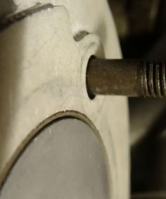 Im oberen Totpunkt schließt der Kolben bei diesem Zylinder bündig mit der Zylinderoberkante ab.