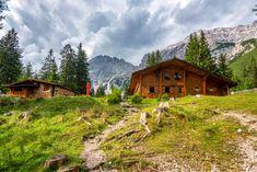 Eines der besten Herbstwanderabenteuer 🍂🏞️👌 Innsbruck, Hiking, Cabin, Mountains, House Styles, Nature, Travel, Adventure, Walks