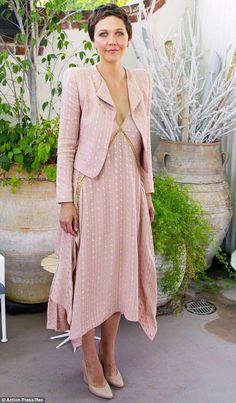 Maggie Gyllenhaal..... - Celebrity Fashion Trends