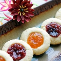 An Italian cookie with Mascarpone Cheese and Homemade Fig & Apricot Jam are perfect to bring in the New Year! Happy New Year!