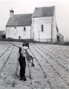 Atelier Robert Doisneau | Robert Doisneau's photo archives. - Scarecrows: every farm has its own character, this may be seen through the scarecrow. But I think that The whole farm has its own character, and when I'm shooting I need to shows these aspects within the photograph.