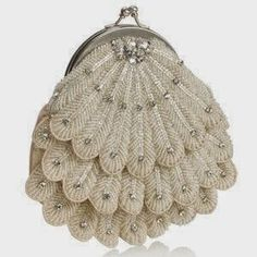 This is my pick of the day: the Super Bride Scalloped Frame Clutch The vintage flapper girl style is making a comeback. Along with beaded flapper dres Vintage Purses, Vintage Bags, Vintage Handbags, Vintage Clutch, Vintage Bridal, Unique Handbags, Vintage Prom, Vintage Shoes, Vintage Jewelry