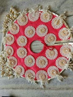 16 Ideas Baby Outfits Diy Pictures For 2019 Bal Krishna, Cute Krishna, Krishna Art, Hand Work Embroidery, Hand Embroidery Designs, Hobbies And Crafts, Arts And Crafts, Paper Crafts, Janmashtami Decoration