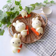 Bunny steamed buns by Little Miss Bento・Shirley シャリー ( Japanese Food Art, Japanese Sweets, Japanese Bread, Kawaii Bento, Cute Bento, Steamed Cake, Steamed Buns, Asian Buns, Cute Baking