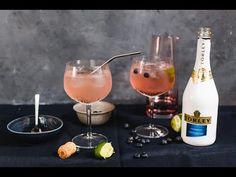 Áfonás pezsgő-limonádé l Lila füge Hurricane Glass, Alcoholic Drinks, Tableware, Dinnerware, Lantern, Alcoholic Beverages, Tablewares, Place Settings, Alcohol