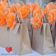 Bolsas de papel sin impresión. decóralas tu misma para consentir a tus clientes :) #DIY #lascalladitas