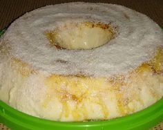 Pudim de maria-mole de coco Sweet Desserts, Sweet Recipes, Mole, Cornbread, Doughnut, Hummus, Camembert Cheese, Deserts, Good Food