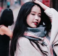 遥 Iu Gif, Iu Fashion, Girl Bands, Little Sisters, Korean Singer, Kpop Girls, Asian Woman, Korean Girl, Moon