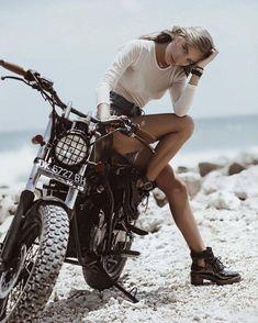 67 Super Ideas For Bobber Motorcycle Girl Harley Davidson Style Cafe Racer, Cafe Racer Girl, Lady Biker, Biker Girl, Scrambler Jeep, Camping Jeep, Blitz Motorcycles, Harley Motorcycles, Vintage Motorcycles